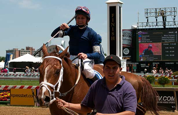 Mary Russ-Tortura wins 2013 Lady Legends at Pimlico.