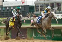 Miss Isella captures the Louisville Handicap on Oaks Day